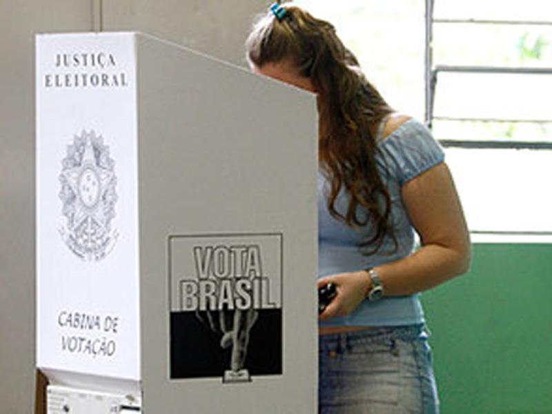 Resultado de imagem para votando
