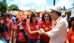 CAMINHADA VENE RC 2 300x176 - Veneziano diz que PB vai avançar com vitória de RC e Dilma, e população sai as ruas para festejar