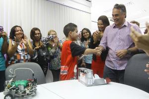 CARTAXO EST 300x200 - Prefeito Cartaxo recebe estudantes da Capital, vencedores da Olimpíada Latino-Americana de Robótica