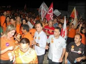 Lucelio Esplanada 300x223 - Lucélio e Luciano Cartaxo intensificam campanha pela reeleição de Dilma e Ricardo e participam de caminhada em João Pessoa