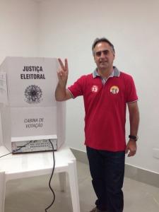 """Lucelio votacao1 225x300 - """"A Paraíba será justa com quem trabalha"""", afirma Lucélio, confiante na vitória de Dilma e Ricardo"""