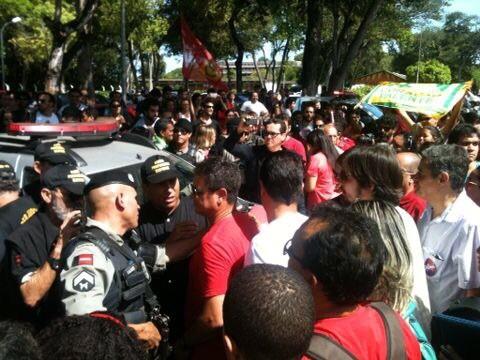 Polícia UFPB - Justiça Eleitoral interrompe mobilização 'pró Dilma' na UFPB e PM detém estudante