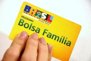bolsa .familia 300x201 - CGU aponta irregularidades no Bolsa Família em cidades da Paraíba