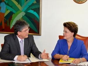 dilmaricardo 300x223 - Lucélio diz que Dilma e Ricardo conversaram hoje e estarão juntos no segundo turno das eleições 2014