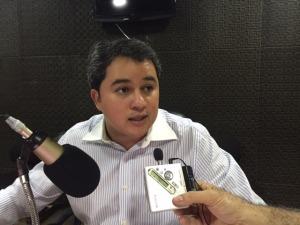 """efraim1 300x225 - Efraim Filho admite acrescimento da violência e anuncia comitê em favor de """"Aécio e Ricardo"""" com apoio de Fabiano Lucena"""