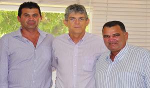 gado 300x176 - Prefeito e sete vereadores de Gado Bravo retiram apoio a Cássio e aderem a Ricardo