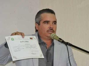 lastro 300x225 - Prefeito de Lastro é preso depois de ameaça em delegacia