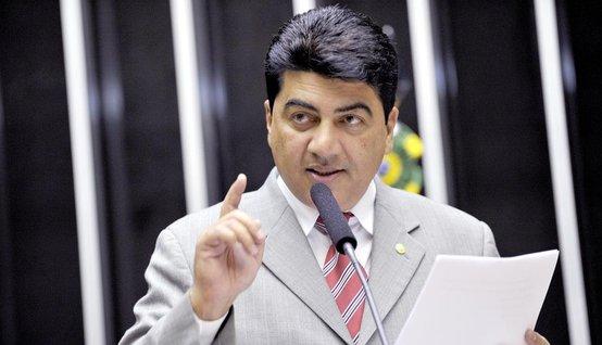 Deputado confirma convenção do PMDB sem Michel Temer, que pede união do partido