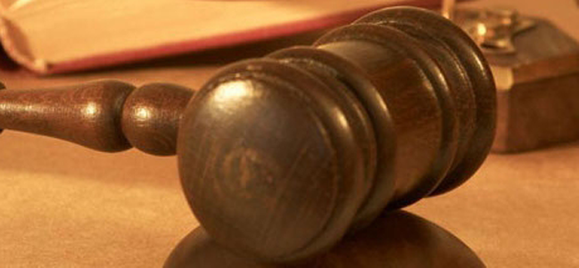 martelo justiça - Juíza julga envolvidos em fraudes para diminuir penas