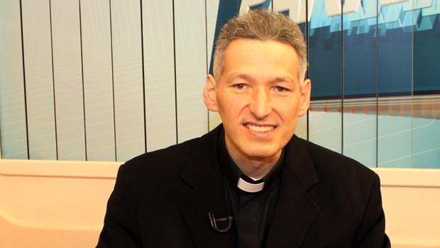 padre marcelo - Padre Marcelo diz que eleitores 'nunca devem votar em pessoa religiosa'