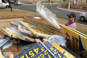 propaganda eleitoral 300x199 - Candidatos têm 30 dias para retirar placas de propaganda