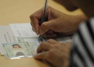 titulo 300x214 - VÍDEO: Sem nome na lista, eleitor é proibido de votar em Campina Grande