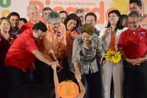vital e dilma 08 new 300x200 - Vital afirma que visita de Dilma consagrou o compromisso do Brasil e da Paraíba