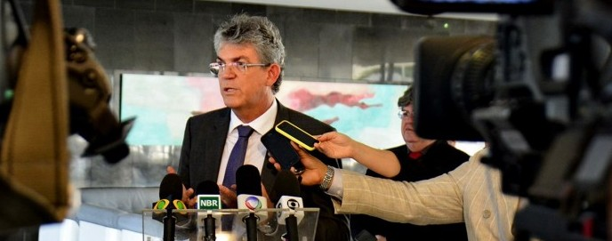 Governador diz que vai acionar Justiça para não pagar reajuste dos defensores públicos