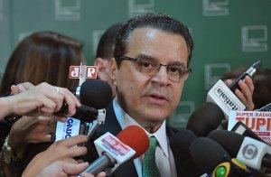 Henrique Alves 300x196 - Henrique Alves quer votar PEC da Reforma Política na quarta