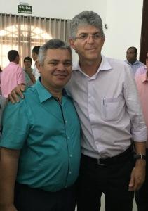 Prefeito Marcelo Rodrigues de Alhandra com Ricardo Coutinho durante o almoço 211x300 - Prefeito de Alhandra elogia iniciativa do governador Ricardo Coutinho de reunir gestores municipais.