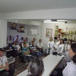 Professora Elizanete que esta mais a direita coordena suas alunas durante apresentacao 150x150 - Alunas do Unipê realizam palestra sobre câncer de próstata para operadores da Unitrans