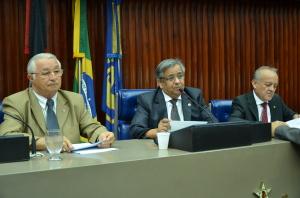 SESSÃO ASSEMBELÉIA 300x198 - Deputados discutem sobre ações para a seca e reforma política