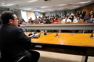 Vital presidindo comissao 300x199 - Vital confirma que financiamento de campanhas será discutido em duas audiências públicas