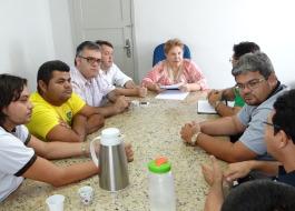 Prefeita Francisca Motta dialoga com taxistas e recebe solicitações da categoria