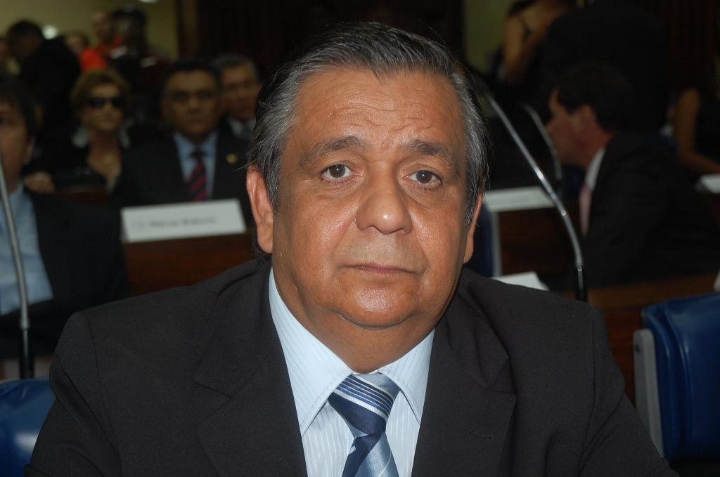 """edmilsonsoares - Edmilson diz que Adriano Galdino apresentou """"melhor proposta"""" e afirmou que lista já tem adesão de 20 deputados"""