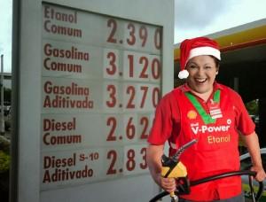 gasolinadilma 300x228 - Uma Mamãe Noel chamada Dilma! = Por Claudio Schamis