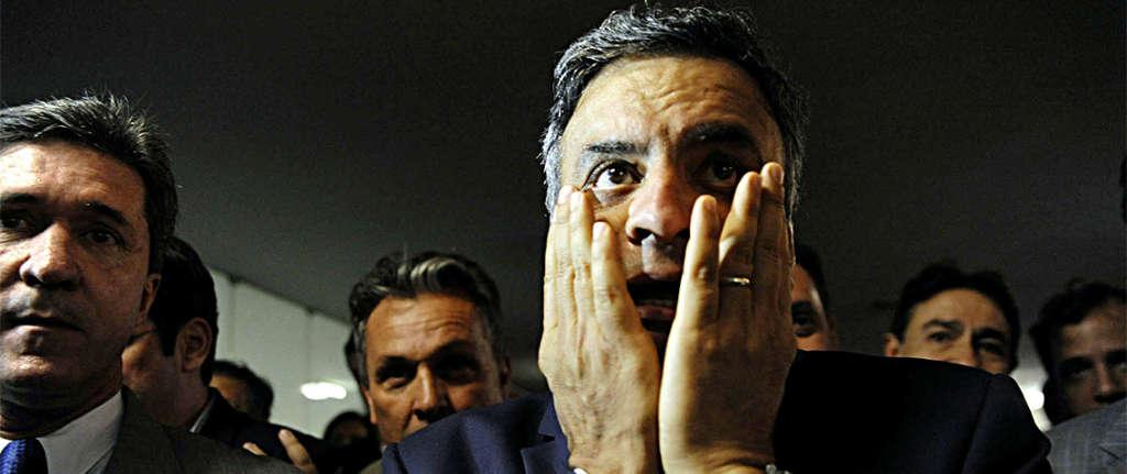 """DILMA SUMIU: Aécio Neves diz que os brasileiros assistem """"perplexos"""" anúncio de medidas de responsabilidade da preside"""