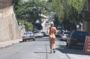 nuas mulheres 300x199 - VIDENTE GILVAN: Mulheres nuas em vias públicas no Brasil, senha para o futuro próximo do naturalismo no mundo. Roupas serão, num certo tempo, adornos supérfluos, caros e desnecessários.