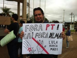 pt 300x224 - Tucanos apoiam protestos, mas são contra impeachment