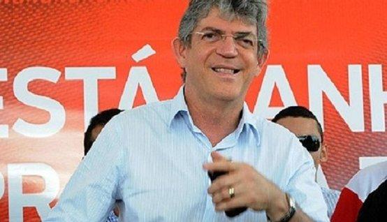ricardo sorrindo - Governador garante reforma imediata no secretariado e afirma que 'ninguém tem estabilidade'