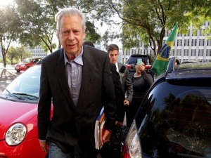 zé d 300x225 - José Dirceu começa a cumprir prisão domiciliar
