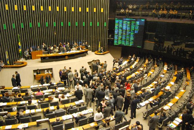CPI da Petrobras: novo parecer pede indiciamento de 52 envolvidos no esquema de corrupção