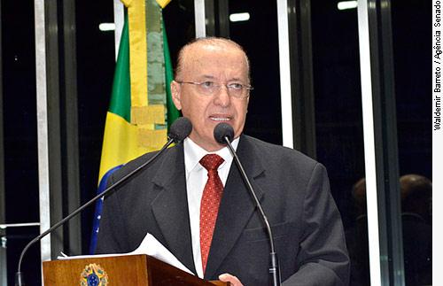 Grupo independente decide enfrentar Renan no Senado