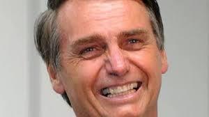 Justiça tenta notificar Bolsonaro sobre investigação por apologia ao crime