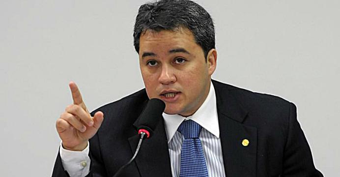 Efraim Filho - Efraim diz que Dilma 'é a primeira ex-presidente em exercício' do Brasil