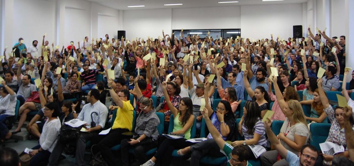 Docentes da UFPB fazem assembleia para definir rumos da greve
