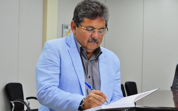 APOIO DE ADRIANO GALDINO: Pré candidato à presidência da ALPB já conta com 14 nomes e cumpre exigência de João Azevedo