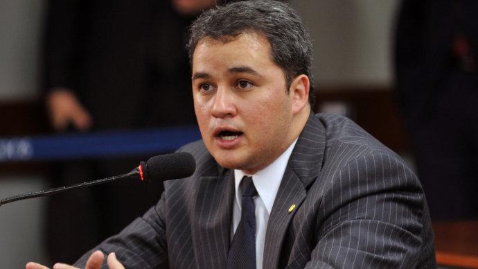 Efraim Filho assume nesta quarta-feira liderança do DEM em Brasilia