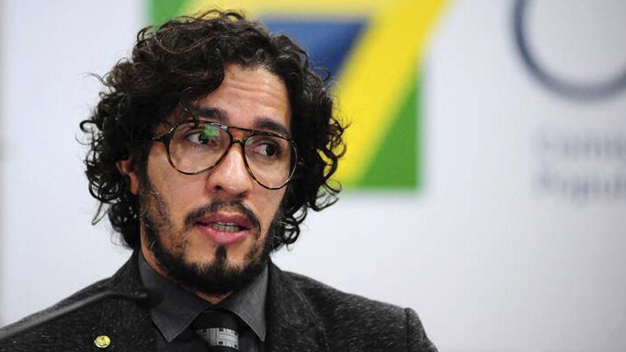 DURANTE CONFERÊNCIA: Jean Wyllys é atacado com ovos em universidade portuguesa