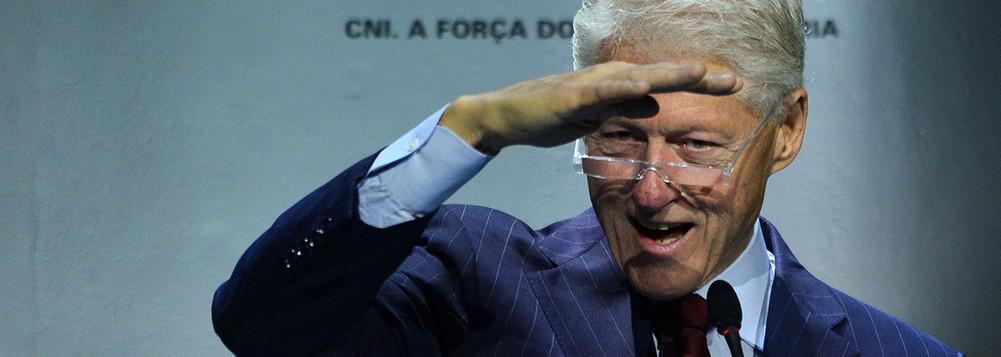 Bill Clinton sai em defesa do Brasil e afirma que 'o barco não está afundando'