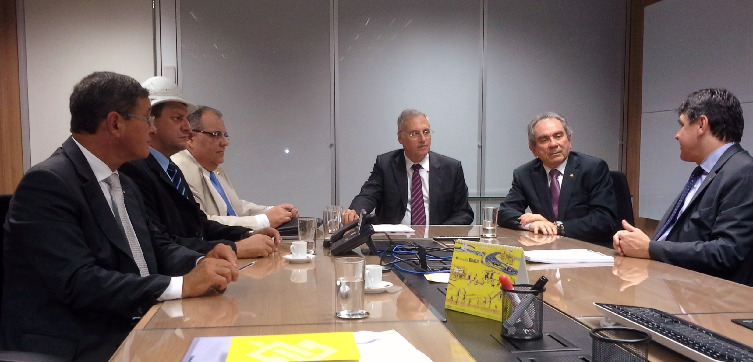 Raimundo Lira e Rômulo Gouveia vão à direção do Banco do Brasil solicitar o não fechamento de agências na Paraíba