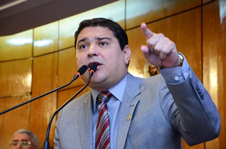 Vereador Renato Martins diz que parecer da Caixa foi tendencioso 'Esposa de secretário foi a responsável'