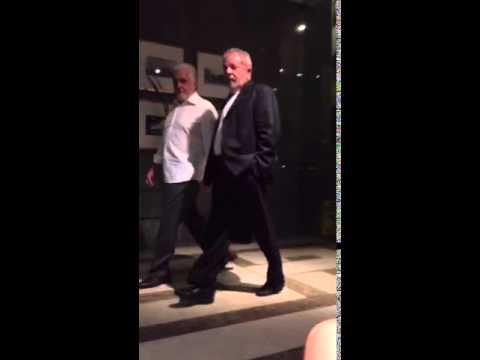 """BOMBA! Lula é surpreendido por hóspede em hotel de luxo, """"E aí ladrão?""""  VEJA O VÍDEO"""
