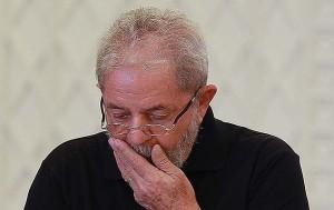 """lula preocupado 300x189 - """"A Bem da Verdade"""": site de Lula mostra processos contra jornalistas"""
