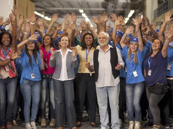 Globais entregam abaixo-assinado ao diretor geral Carlos Henrique Schroder