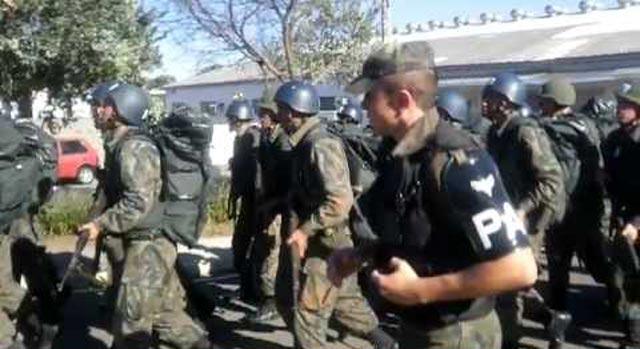 Soldados da Aeronáutica cercaram o jatinho que  levaria Lula a  Curitiba
