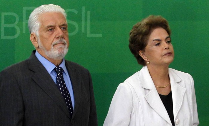 Ministro defende Dilma e questiona antecipação de Revista