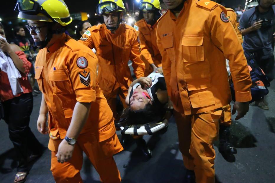 FERIDOS: Manifestantes vão às ruas contra e a favor do impeachment da presidente Dilma – VEJA FOTOS