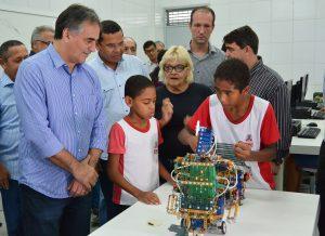 Luciano entrega escola em novo padrão e destaca atendimento às crianças com necessidades especiais