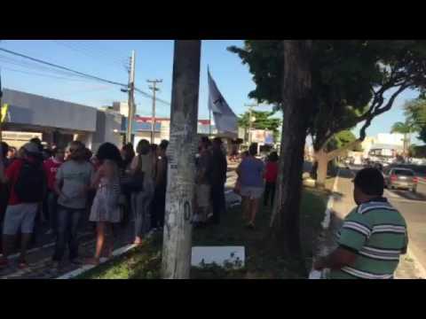Movimentos sociais fazem protesto em frente a sede do PMDB em João Pessoa